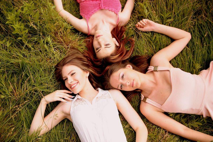 sommer-kleider-drei-frauen
