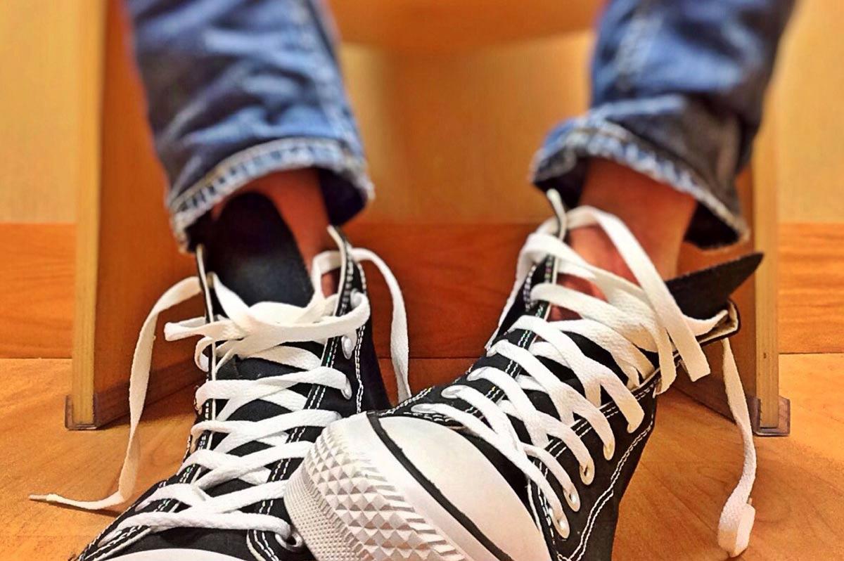 chucks-fuer-herren-mit-jeanshose