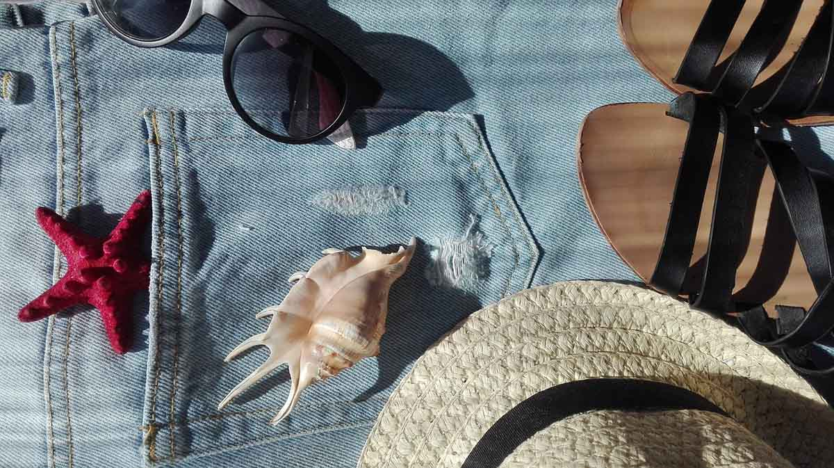 Jeanshose Urlaub Sonnenbrille