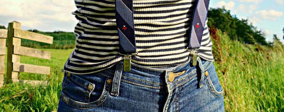 Jeanshose Hosenträger Streifenshirt