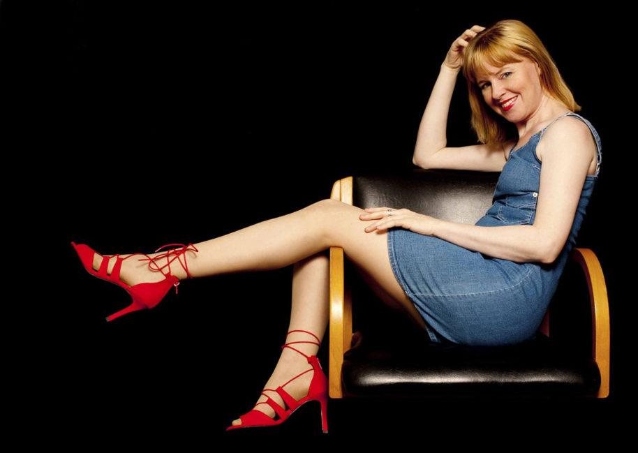 Jeanskleid Schuhe Frau