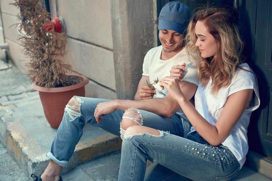 Jeans mit Löchern und Used Look